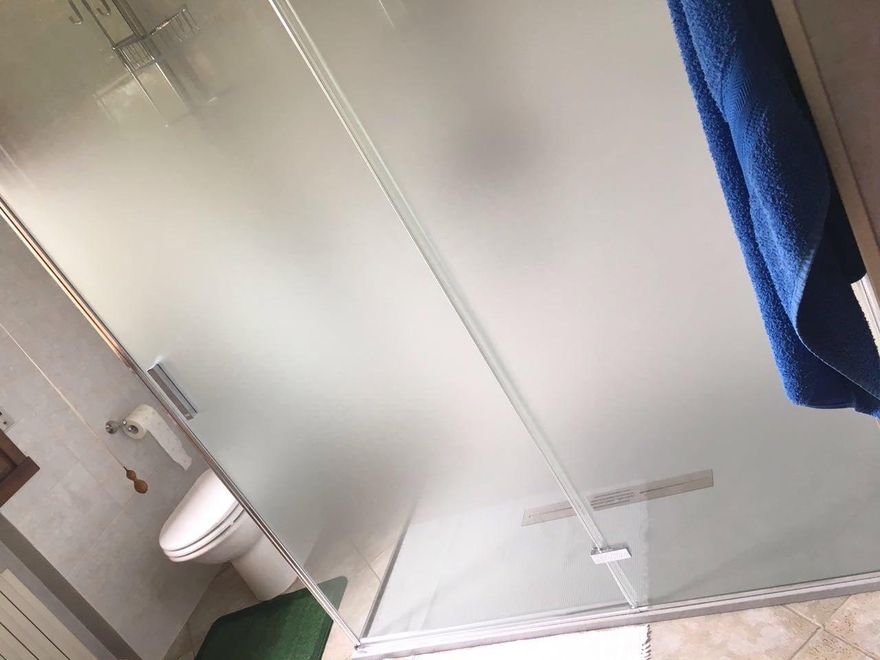 Piatto doccia extralarge montaggio bagno Beneventi arredo bagno Castellarano